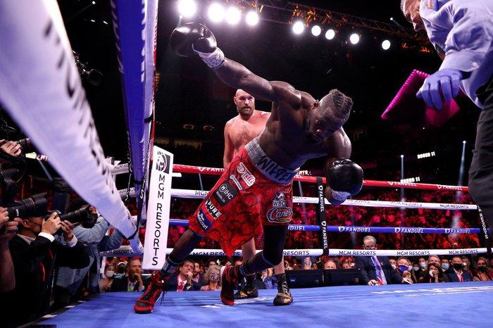 Tyson Fury sau chiến thắng trước Deontay Wilder: Không tay đấm hạng nặng nào vĩ đại hơn tôi vào lúc này - Ảnh 2.