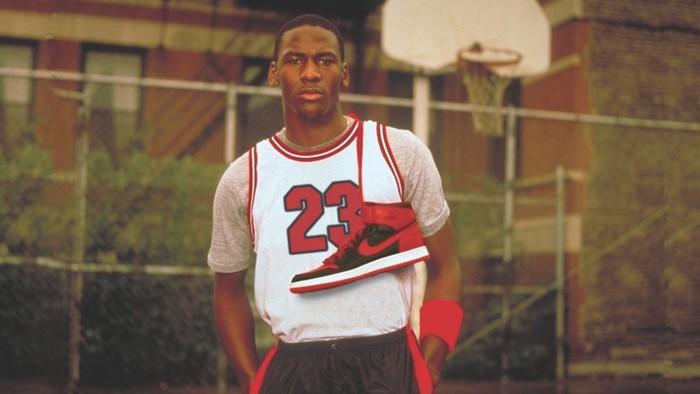 Đôi giày thi đấu của Michael Jordan được bán đấu giá 1 triệu USD và đó không phải là Jordan 1 - Ảnh 3.