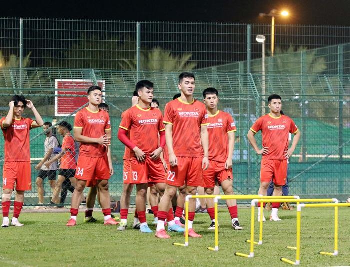 Công Phượng sơ vin bảnh bao, đội tuyển Việt Nam giải toả tâm lý trong buổi tập - Ảnh 5.