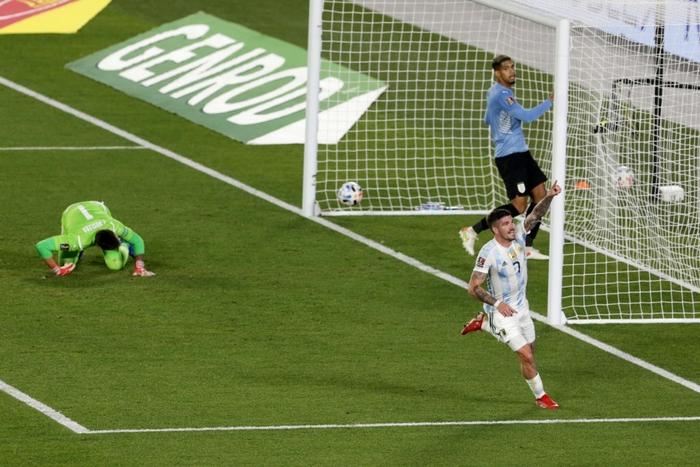 Messi ghi bàn rùa để lập kỷ lục và mở ra chiến thắng đậm cho Argentina trước Uruguay - Ảnh 9.