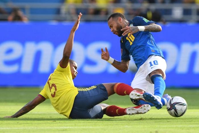 Brazil bị Colombia cầm hòa tại vòng loại World Cup trong ngày Neymar im tiếng - Ảnh 4.