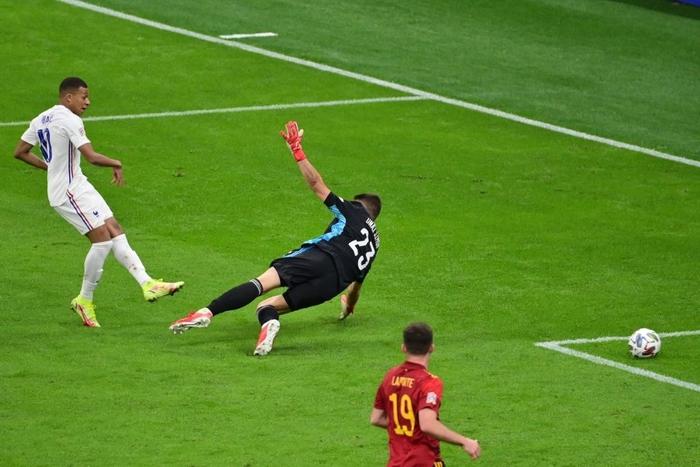 Bộ đôi Mbappe - Benzema tỏa sáng đưa Pháp lên ngôi tại Nations League sau 90 phút kịch tính - Ảnh 7.