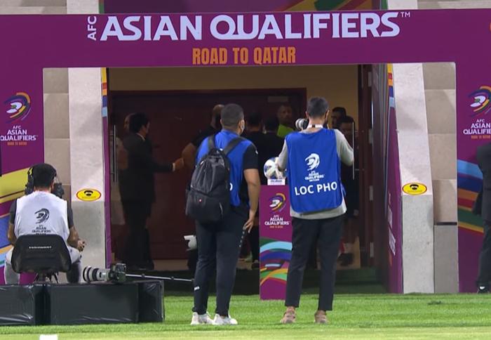 [Trực tiếp Vòng loại World Cup] Oman 2-1 Việt Nam (H2): Tiến Linh mở tỷ số dễ như ăn cháo nhưng niềm vui ngắn chẳng tày gang! - Ảnh 9.
