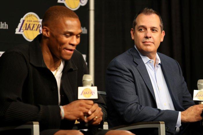 Frank Vogel tiết lộ cách sử dụng Russell Westbrook có thể khiến fan Los Angeles Lakers toát mồ hôi hột - Ảnh 2.