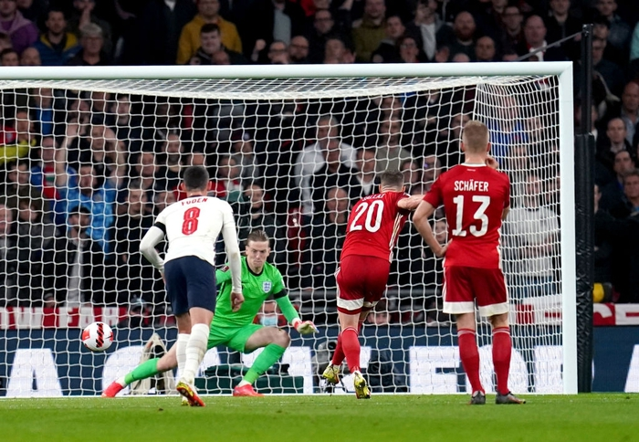 Hàng công phung phí cơ hội, tuyển Anh để Hungary cầm hòa 1-1 ngay trên sân nhà - Ảnh 3.