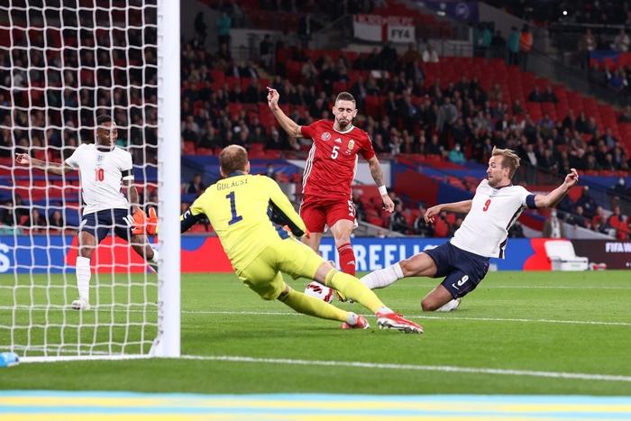 Hàng công phung phí cơ hội, tuyển Anh để Hungary cầm hòa 1-1 ngay trên sân nhà - Ảnh 1.