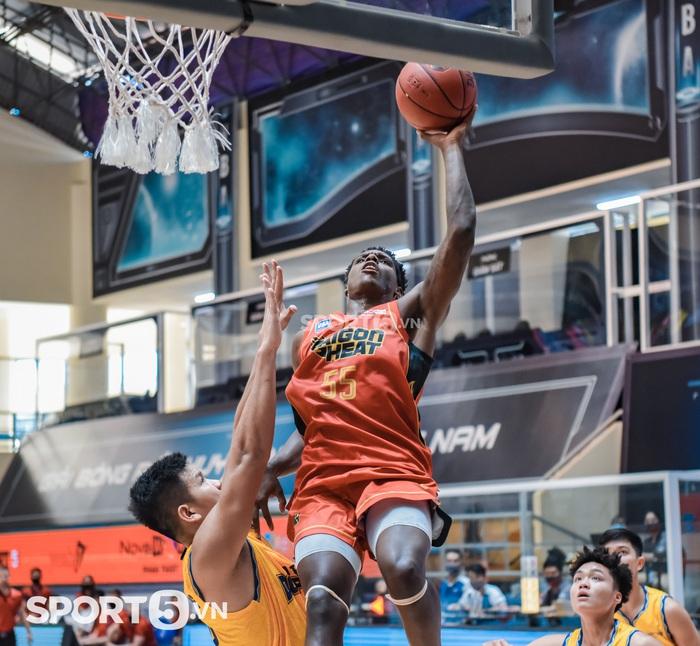 Daquan Bracey phá kỷ lục ghi điểm tại VBA đưa Saigon Heat tới thắng lợi - Ảnh 3.