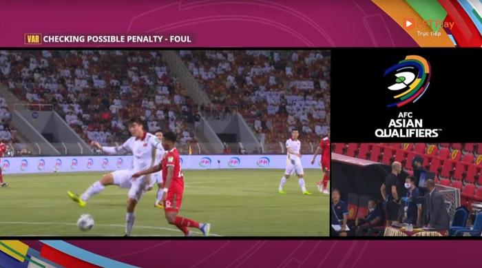 Trọng tài nhận định Duy Mạnh cố tình vung tay vào mặt cầu thủ Oman ? - Ảnh 2.