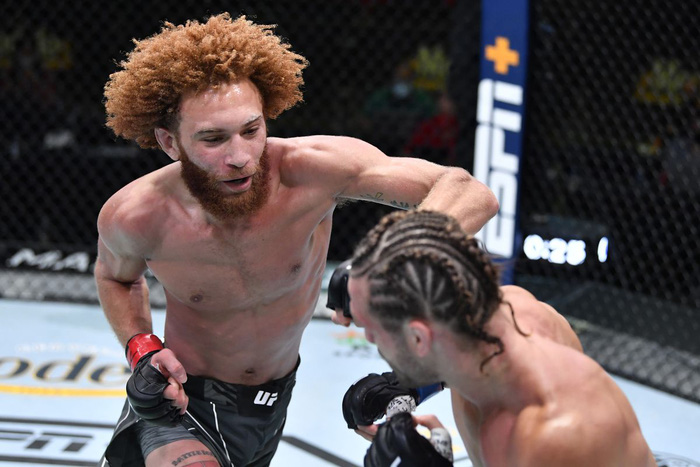 Vướng cáo buộc hành hung 2 phụ nữ, võ sĩ bị UFC cắt hợp đồng - Ảnh 1.