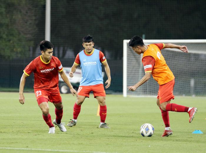 """U23 Việt Nam hào hứng tập luyện tại nơi từng được Manchester United """"bao trọn"""" - Ảnh 7."""