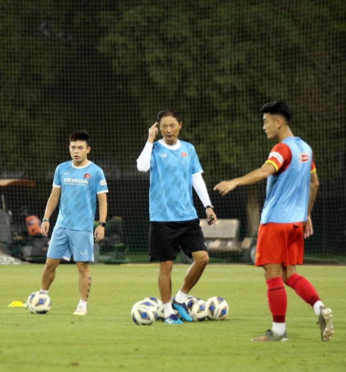 """U23 Việt Nam hào hứng tập luyện tại nơi từng được Manchester United """"bao trọn"""" - Ảnh 6."""