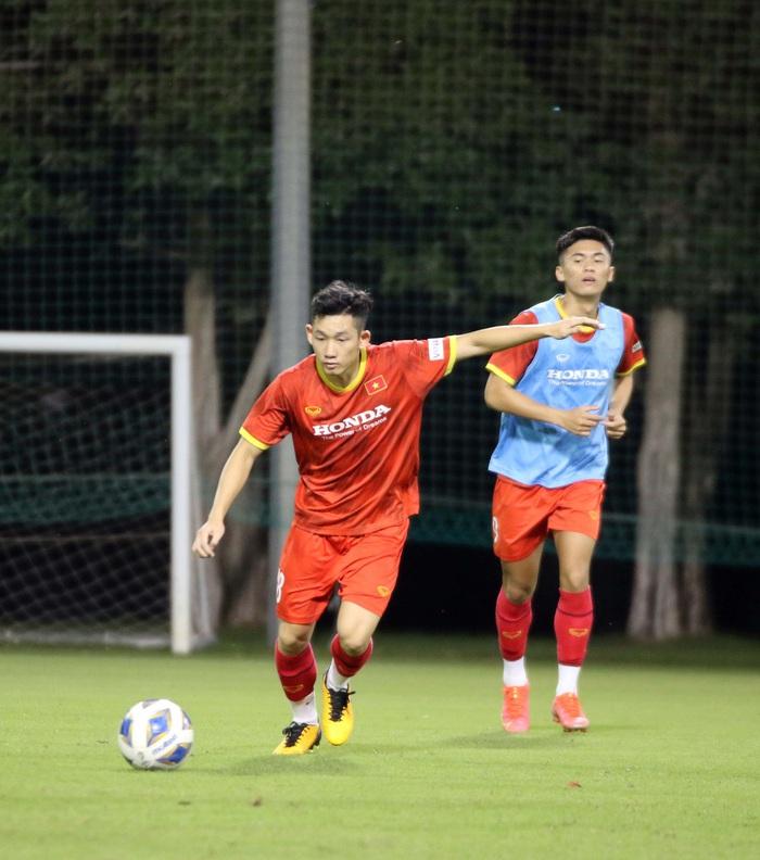 """U23 Việt Nam hào hứng tập luyện tại nơi từng được Manchester United """"bao trọn"""" - Ảnh 4."""