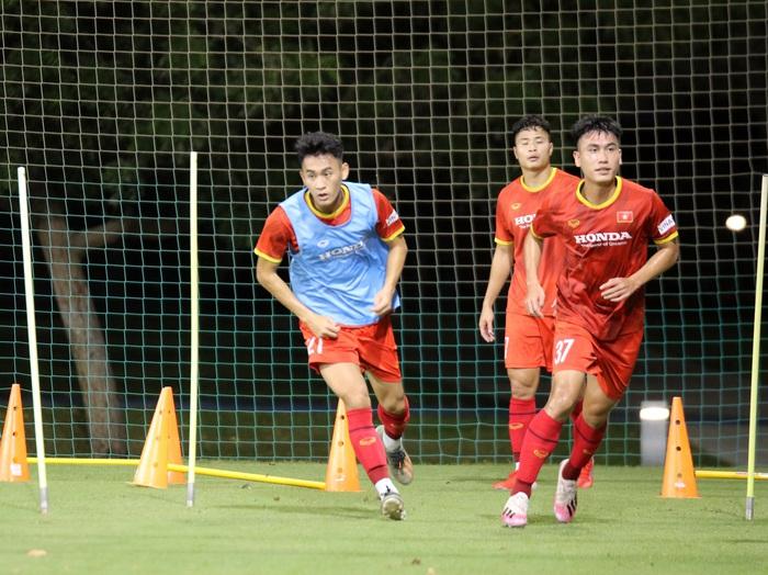 """U23 Việt Nam hào hứng tập luyện tại nơi từng được Manchester United """"bao trọn"""" - Ảnh 3."""