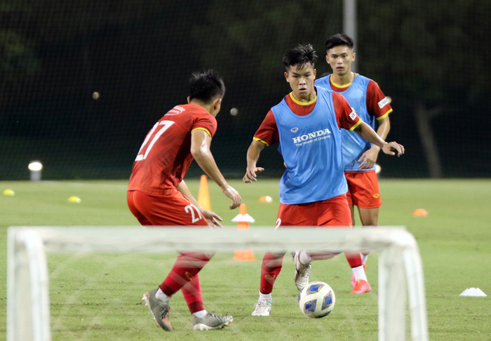 """U23 Việt Nam hào hứng tập luyện tại nơi từng được Manchester United """"bao trọn"""" - Ảnh 2."""