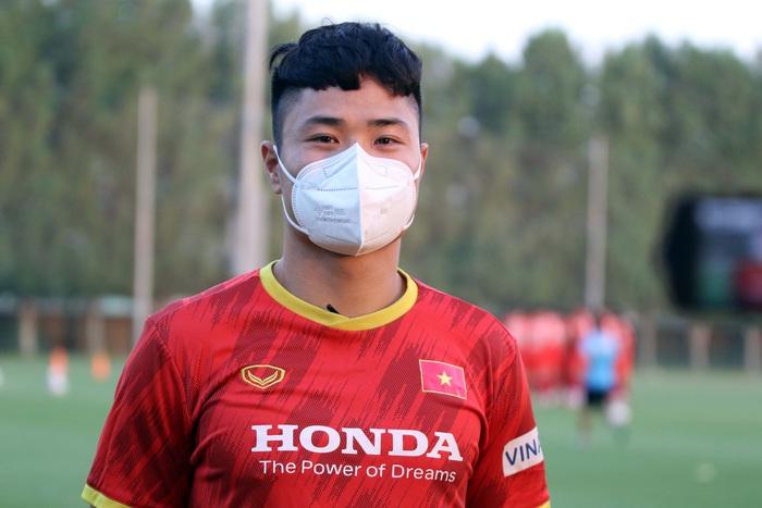 Những hình ảnh đầu tiên của HLV Park Hang-seo trong buổi tập cùng U23 Việt Nam - Ảnh 5.