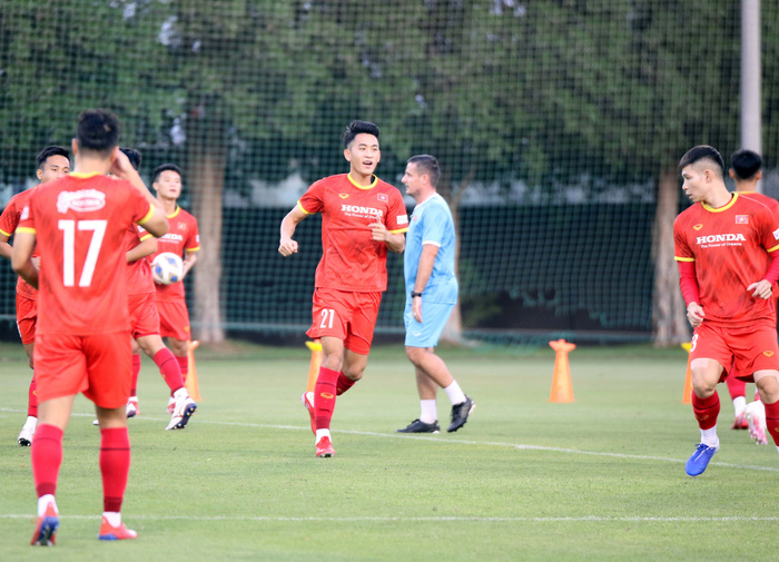 Những hình ảnh đầu tiên của HLV Park Hang-seo trong buổi tập cùng U23 Việt Nam - Ảnh 12.
