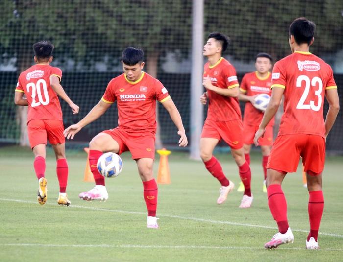Những hình ảnh đầu tiên của HLV Park Hang-seo trong buổi tập cùng U23 Việt Nam - Ảnh 13.