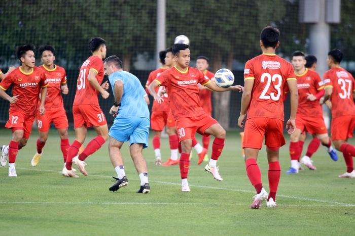 Những hình ảnh đầu tiên của HLV Park Hang-seo trong buổi tập cùng U23 Việt Nam - Ảnh 8.