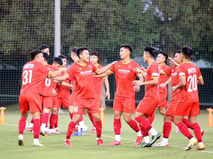 Những hình ảnh đầu tiên của HLV Park Hang-seo trong buổi tập cùng U23 Việt Nam - Ảnh 4.