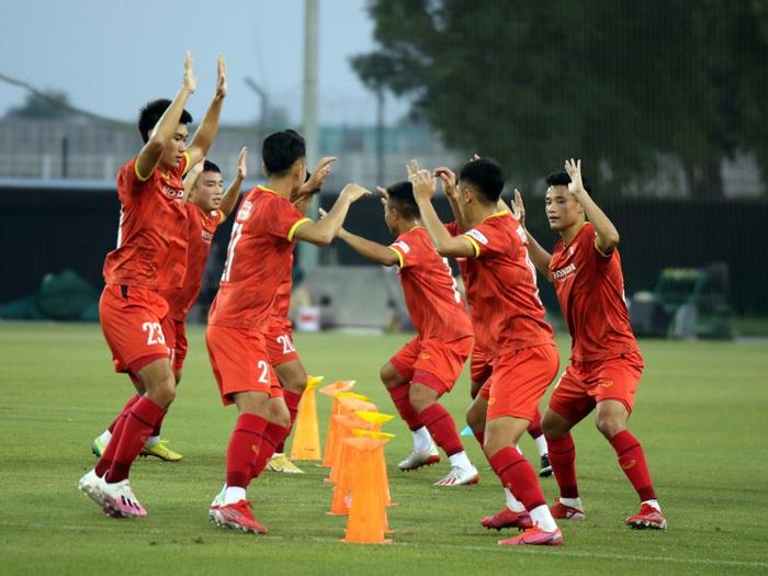 Những hình ảnh đầu tiên của HLV Park Hang-seo trong buổi tập cùng U23 Việt Nam - Ảnh 7.