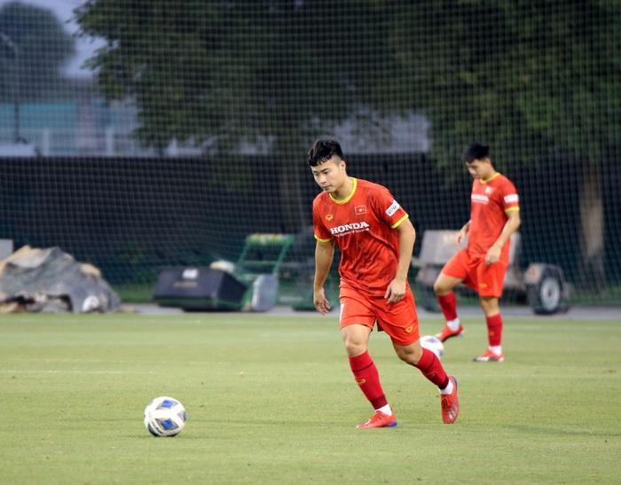 Những hình ảnh đầu tiên của HLV Park Hang-seo trong buổi tập cùng U23 Việt Nam - Ảnh 6.