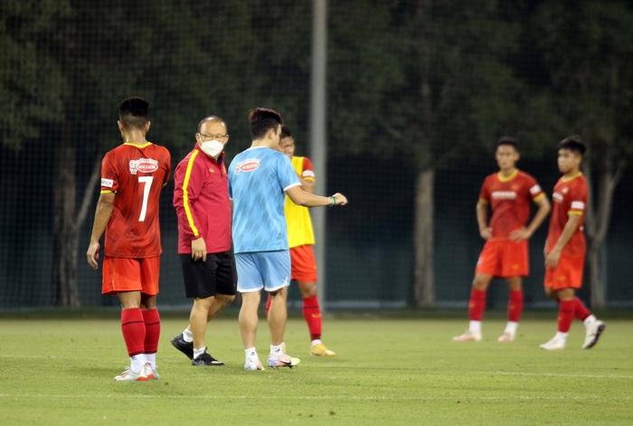 Những hình ảnh đầu tiên của HLV Park Hang-seo trong buổi tập cùng U23 Việt Nam - Ảnh 2.