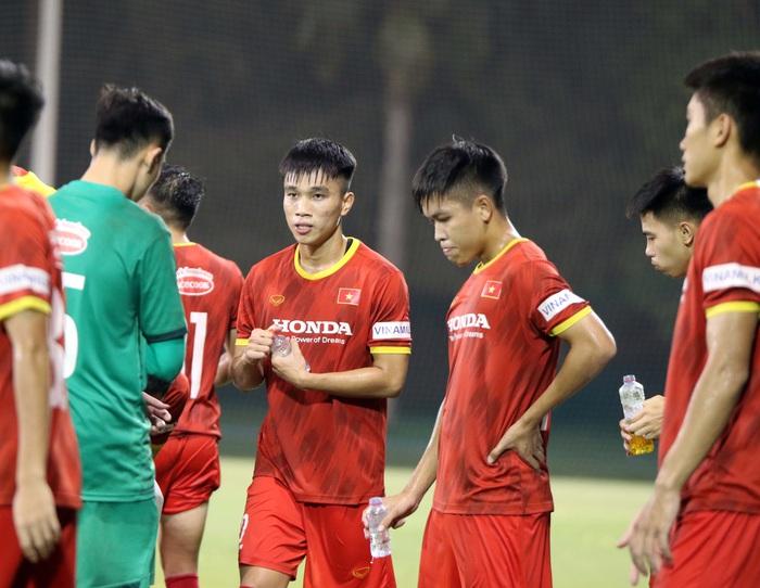 Những hình ảnh đầu tiên của HLV Park Hang-seo trong buổi tập cùng U23 Việt Nam - Ảnh 9.