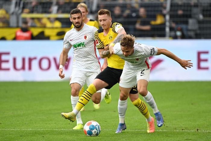 Vắng Haaland, Dortmund vất vả giành chiến thắng sát nút trước Augsburg  - Ảnh 5.