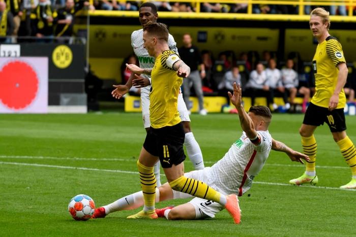 Vắng Haaland, Dortmund vất vả giành chiến thắng sát nút trước Augsburg  - Ảnh 7.