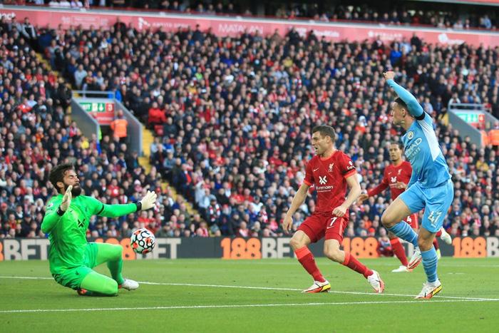 Liverpool 2-2 Man City: Salah rực sáng nhưng không thể giúp Liverpool giành 3 điểm trên sân nhà - Ảnh 2.