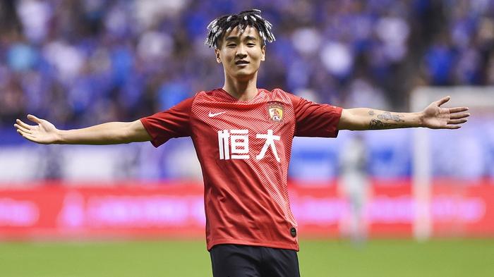 Tuyển Trung Quốc mất tiền đạo nguy hiểm nhất trước trận gặp tuyển Việt Nam Wei Shihao Sport5