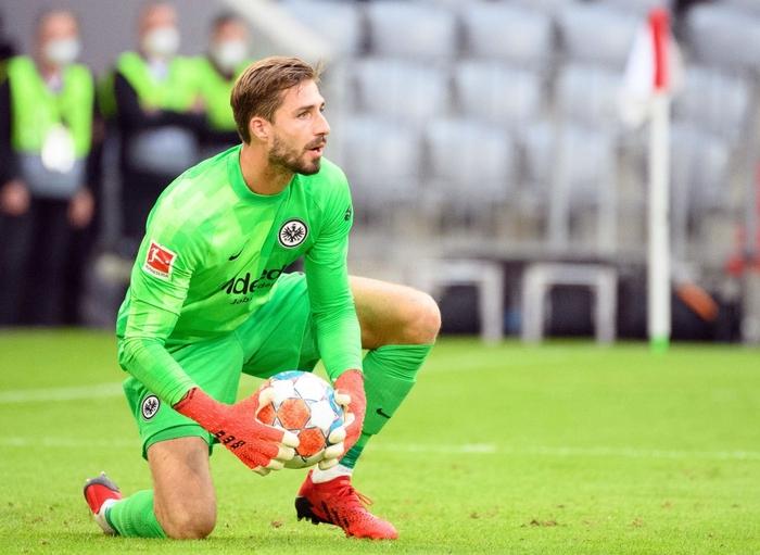 Thủ môn nam thần hóa siêu nhân khiến Bayern thua không thể tin nổi ngay trên sân nhà - Ảnh 2.