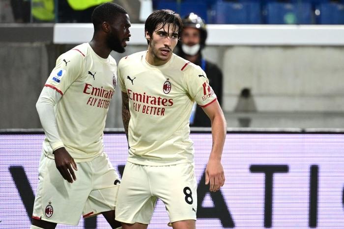 Atalanta 1-3 AC Milan: Thắng tưng bừng Atalanta, Milan bám sát Napoli trên bảng xếp hạng - Ảnh 6.