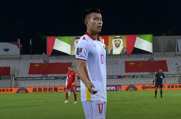 [Trực tiếp Vòng loại World Cup] Trung Quốc 0-0 Việt Nam (H1): KHÔNG VÀO! Quang Hải suýt ghi bàn từ chấm đá phạt - Ảnh 4.