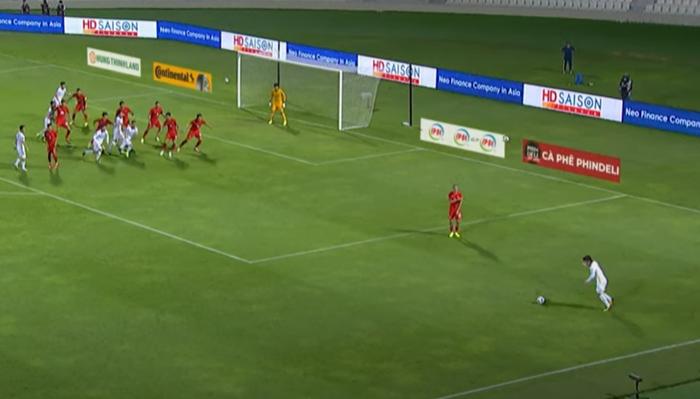[Trực tiếp Vòng loại World Cup] Trung Quốc 0-0 Việt Nam (H1): KHÔNG VÀO! Quang Hải suýt ghi bàn từ chấm đá phạt - Ảnh 3.