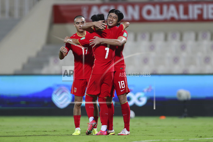[Trực tiếp Vòng loại World Cup] Trung Quốc 1-0 Việt Nam (H2): KHÔNG VÀO! Hoàng Đức bị từ chối siêu phẩm sút xa - Ảnh 4.