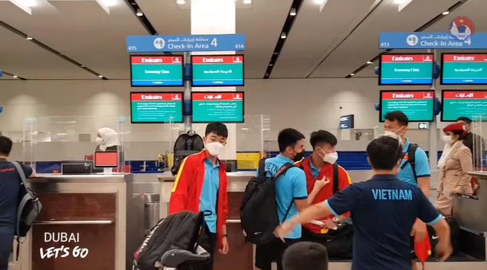ĐT Việt Nam đã đặt chân đến Oman, sẵn sàng cho trận đấu tiếp theo tại vòng loại World Cup 2022  - Ảnh 3.