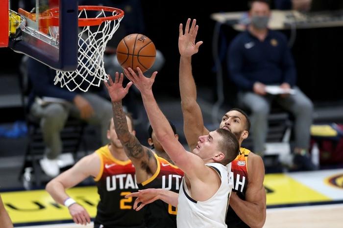 """Nikola Jokic tiếp tục đua MVP bằng màn trình diễn """"quái vật"""" trước Utah Jazz  - Ảnh 3."""