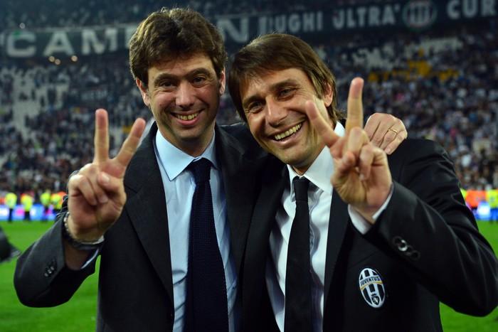 Chủ tịch Juventus chạy xuống sân chửi thề sau khi bị HLV Inter giơ ngón tay thối - Ảnh 3.