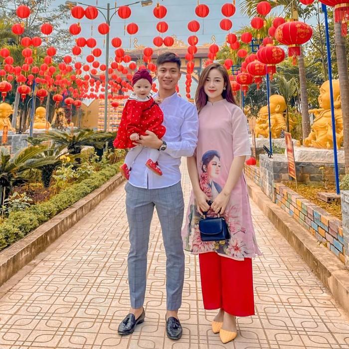 Ngày Valentine của cầu thủ Việt: Văn Đức muốn bé Dâu Tây có em, Huy Hùng tự tay gội đầu cho bà xã - Ảnh 3.