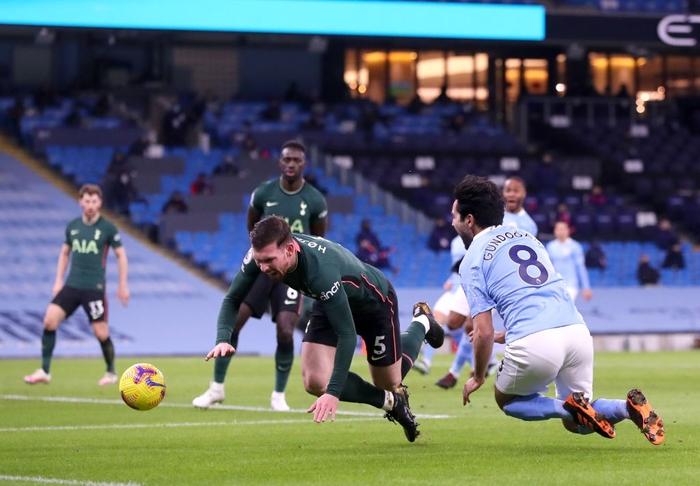Đè bẹp thầy trò Mourinho, Man City bỏ xa MU tới 8 điểm - Ảnh 3.