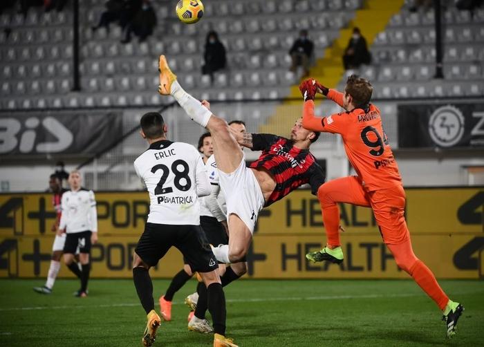 AC Milan thua sốc trên sân đội nửa cuối BXH - Ảnh 5.