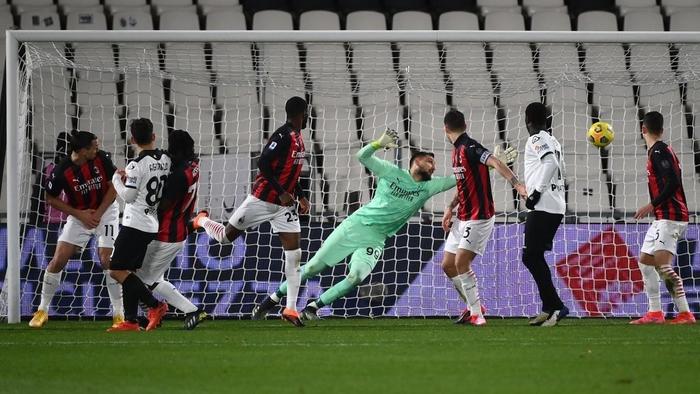 AC Milan thua sốc trên sân đội nửa cuối BXH - Ảnh 7.