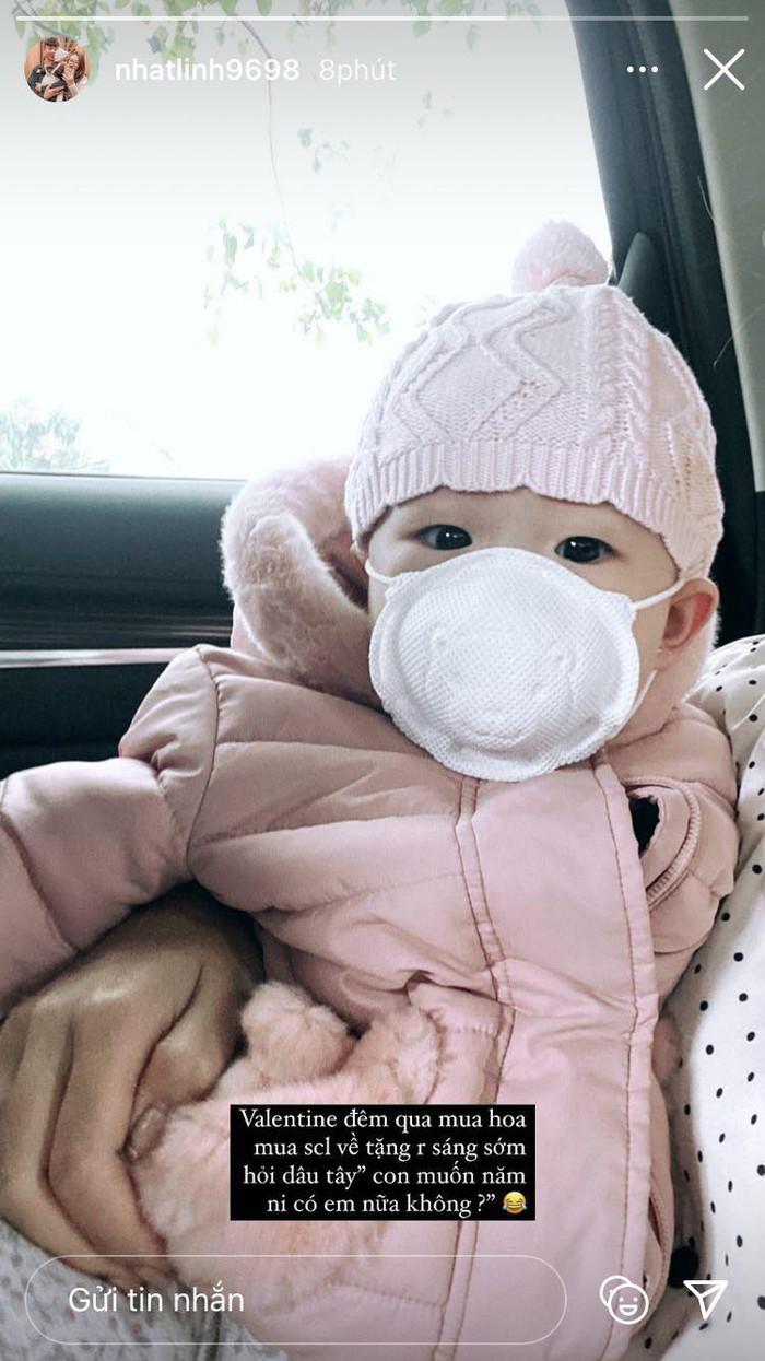 Ngày Valentine của cầu thủ Việt: Văn Đức muốn bé Dâu Tây có em, Huy Hùng tự tay gội đầu cho bà xã - Ảnh 2.