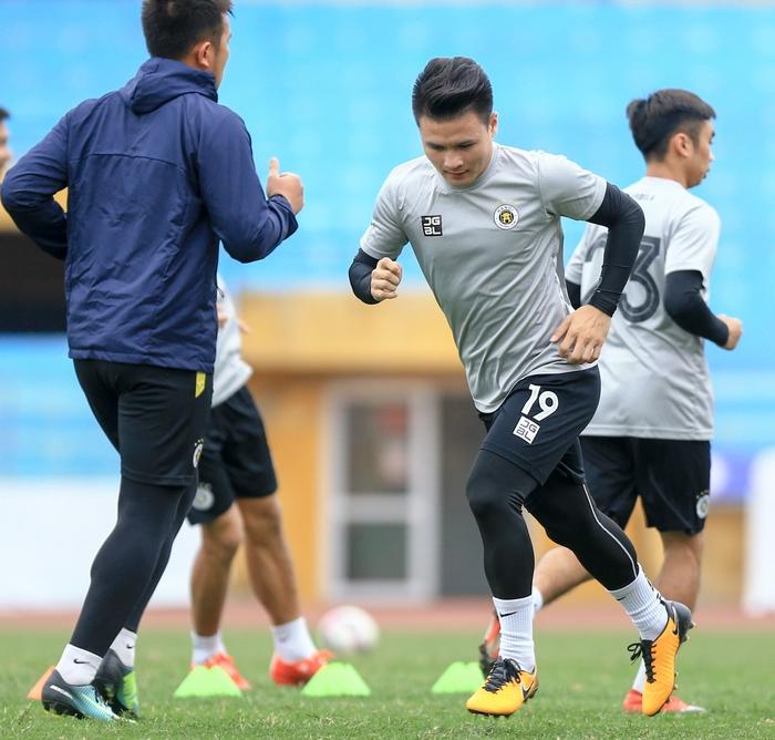 Quang Hải tạo dáng long trảo thủ ở buổi tập khai xuân của Hà Nội FC - Ảnh 3.