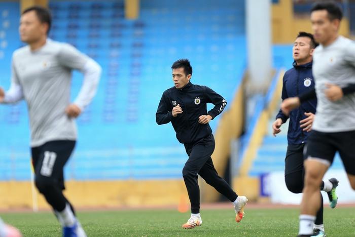 Quang Hải tạo dáng long trảo thủ ở buổi tập khai xuân của Hà Nội FC - Ảnh 9.