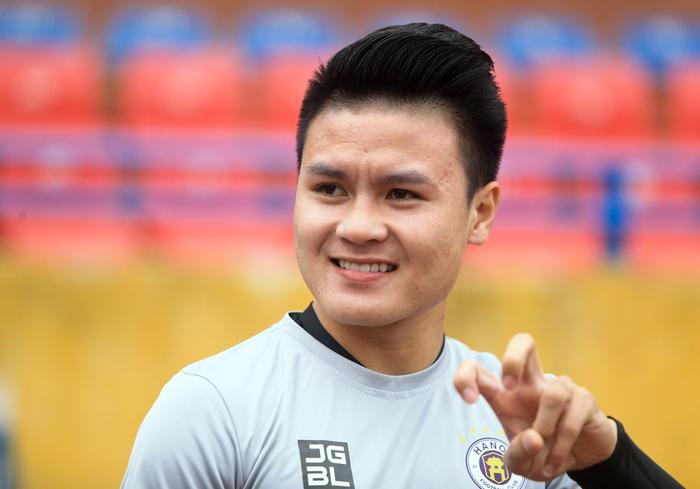 Quang Hải tạo dáng long trảo thủ ở buổi tập khai xuân của Hà Nội FC - Ảnh 2.