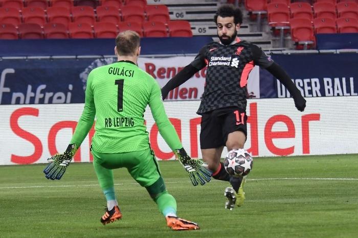 Tận dụng sai lầm kép của đối thủ, Liverpool đặt một chân vào tứ kết Champions League - Ảnh 3.
