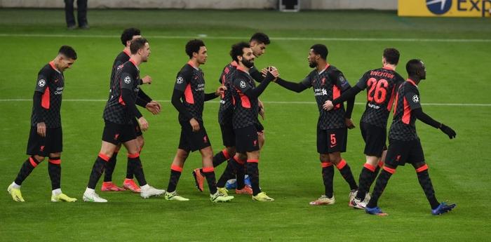 Tận dụng sai lầm kép của đối thủ, Liverpool đặt một chân vào tứ kết Champions League - Ảnh 1.