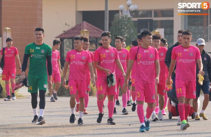 Cố vấn cao cấp CLB Sài Gòn chỉ đạo, HLV Vũ Tiến Thành không có mặt trong buổi tập đầu xuân - Ảnh 1.